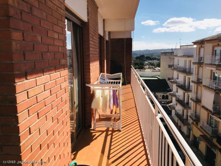3 bedroom apartment in Thiviers, unfurnished or part furnished. Annual rent
