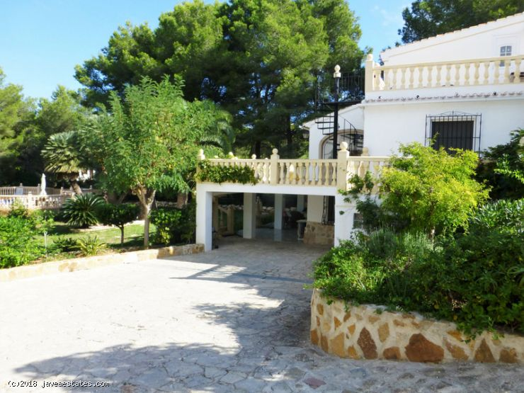 6 bed villa comprising of three separate units