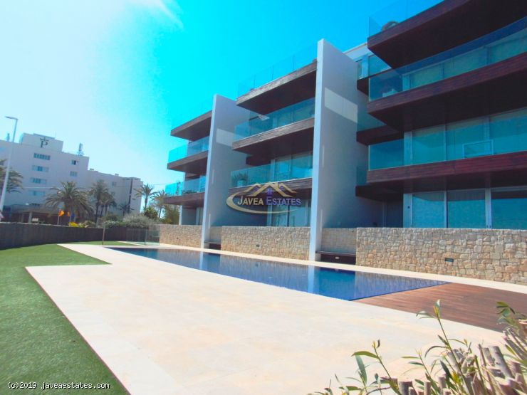 Luxury 3 bed apartment with sea view for long term rent